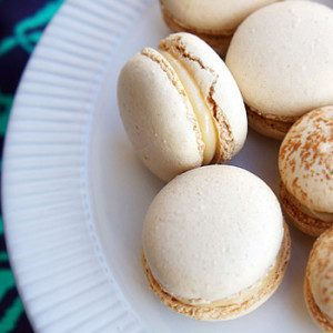 Sugary & Buttery - Mexican Spice Macarons with Dulce de Leche