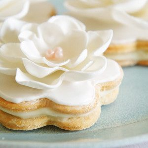 Sugary & Buttery - Vanilla Sandwich Cookies with White Chocolate