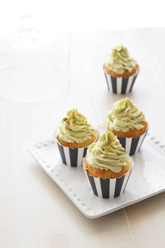 Sugary & Buttery - White Chocolate Cupcakes with Pistachio Buttercream