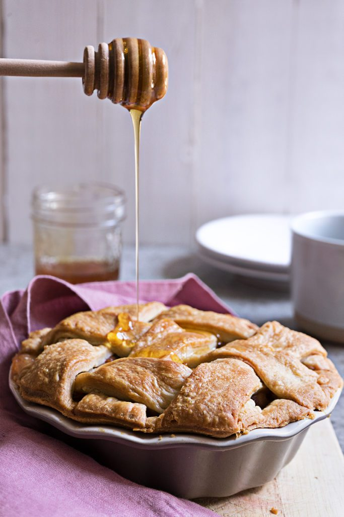 Spiced Red Pear Pie with Honey - Sugary & Buttery