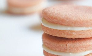 Sugary & Buttery - Raspberry Sandwich Cookies with Coconut Cream